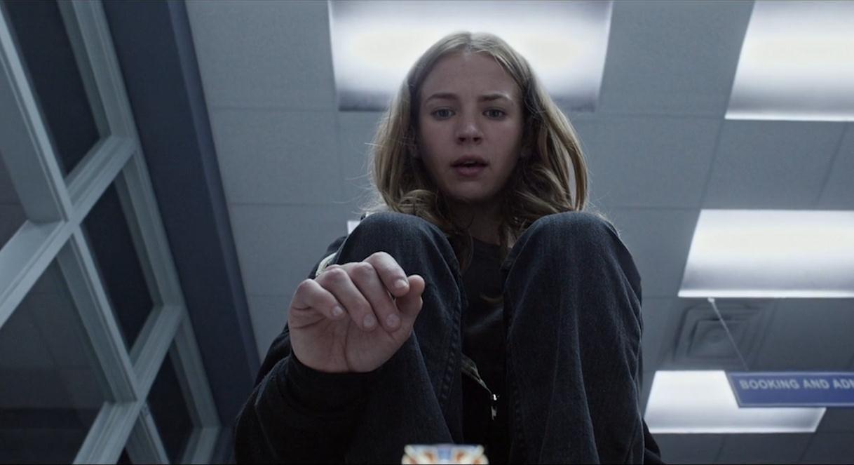 #经典看电影#女孩获得一枚神奇徽章,能随意穿梭到未来世界,甚至飞离地球