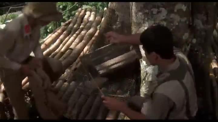 越南人折磨被俘美军,往他头套里倒入一只大老鼠