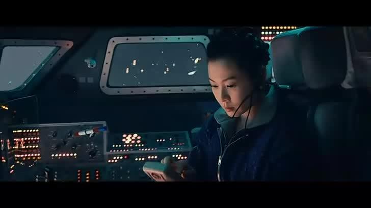 太空和家人视频通话,母亲直播做饭