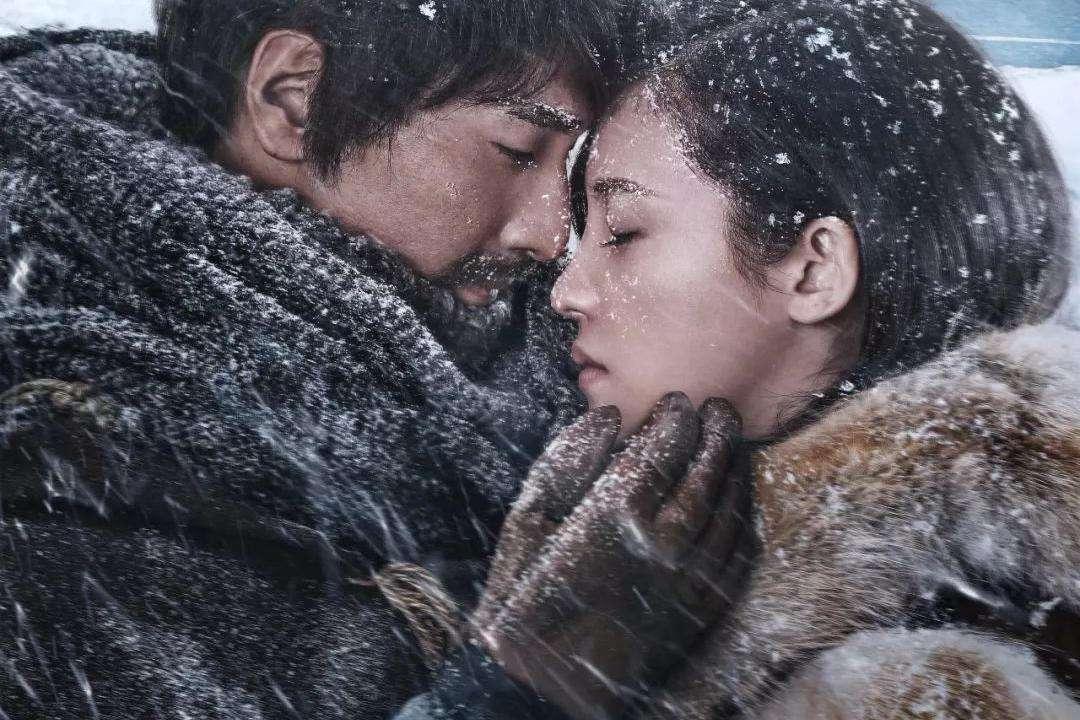 #经典看电影#一男一女被困南极两个月,靠吃这些东西活下来!
