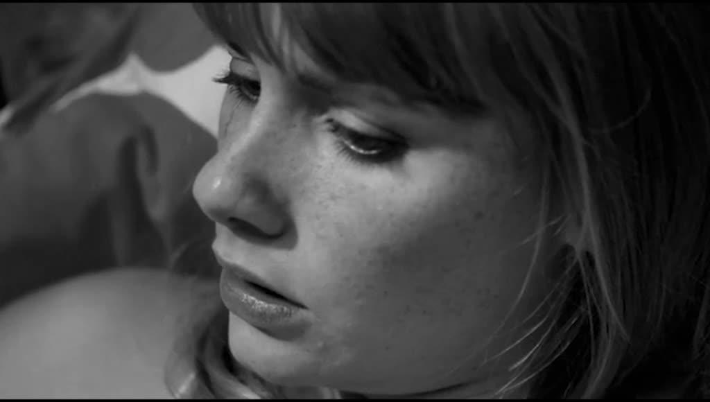 男子摔杯,女人讲述自己的梦,质疑自己是否爱过男子