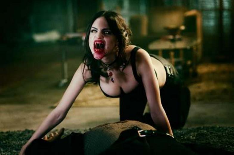 #惊悚看电影#性感又邪恶!盘点电影中十大女吸血鬼!