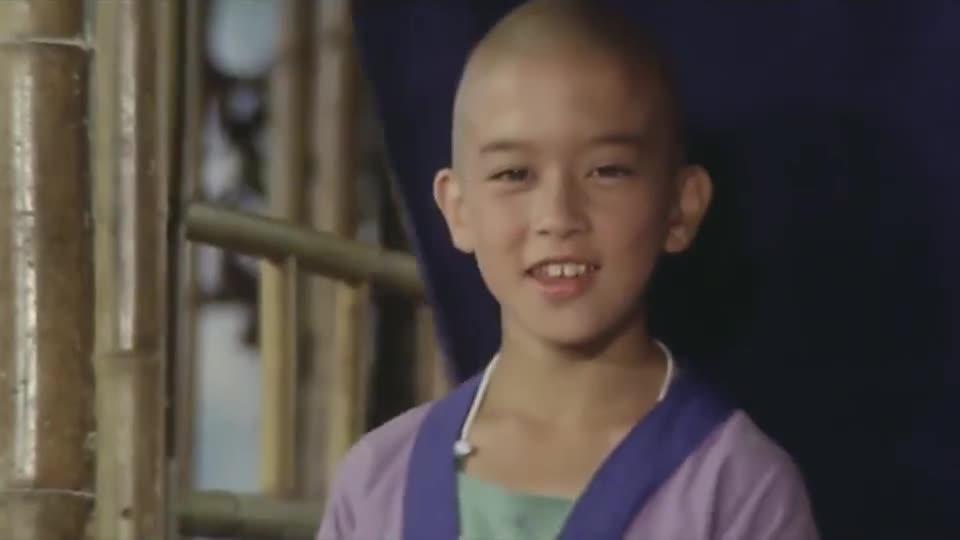 谁见过李连杰刚当和尚的样子,身边一群师弟围着他转,童年回忆