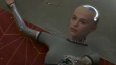 设计者完全没想到 自己会被自己造出来的两个机器人灭了