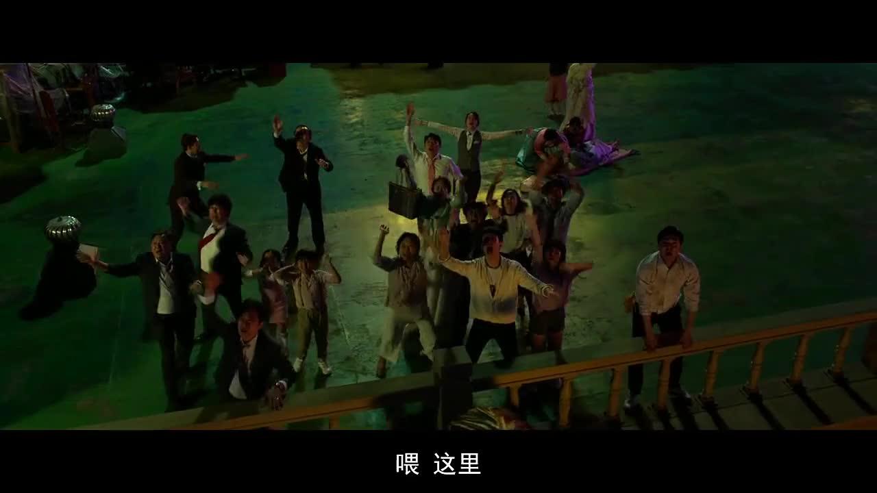 #电影片段#《极限逃生》精彩片段,韩国人被困,用这种求救方式能行吗