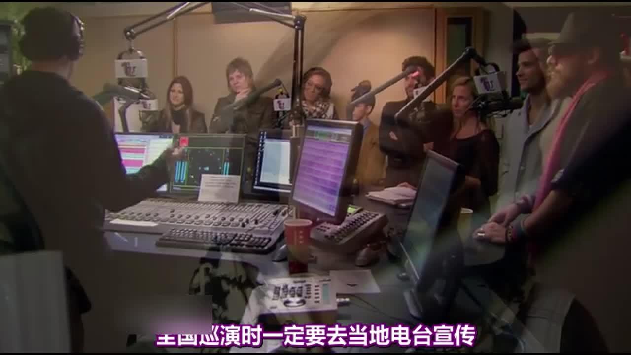 八强选手们参加了支持人克莱森的早间电台节目