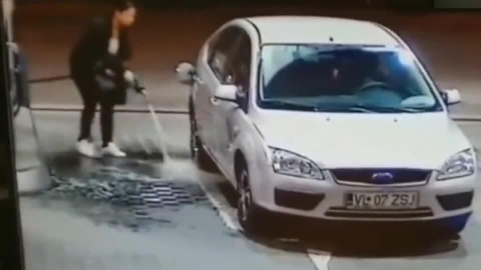 """女司机的""""神操作""""无处不在,下一秒你们憋住别笑!"""