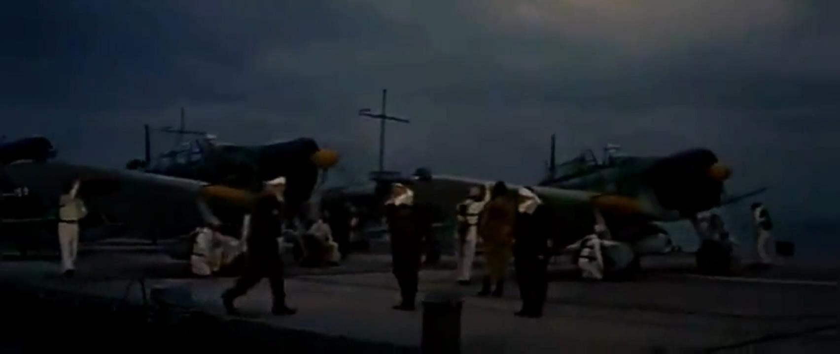#经典看电影#日军轰炸机蜂拥起飞,饿狼扑虎般冲向美国舰队