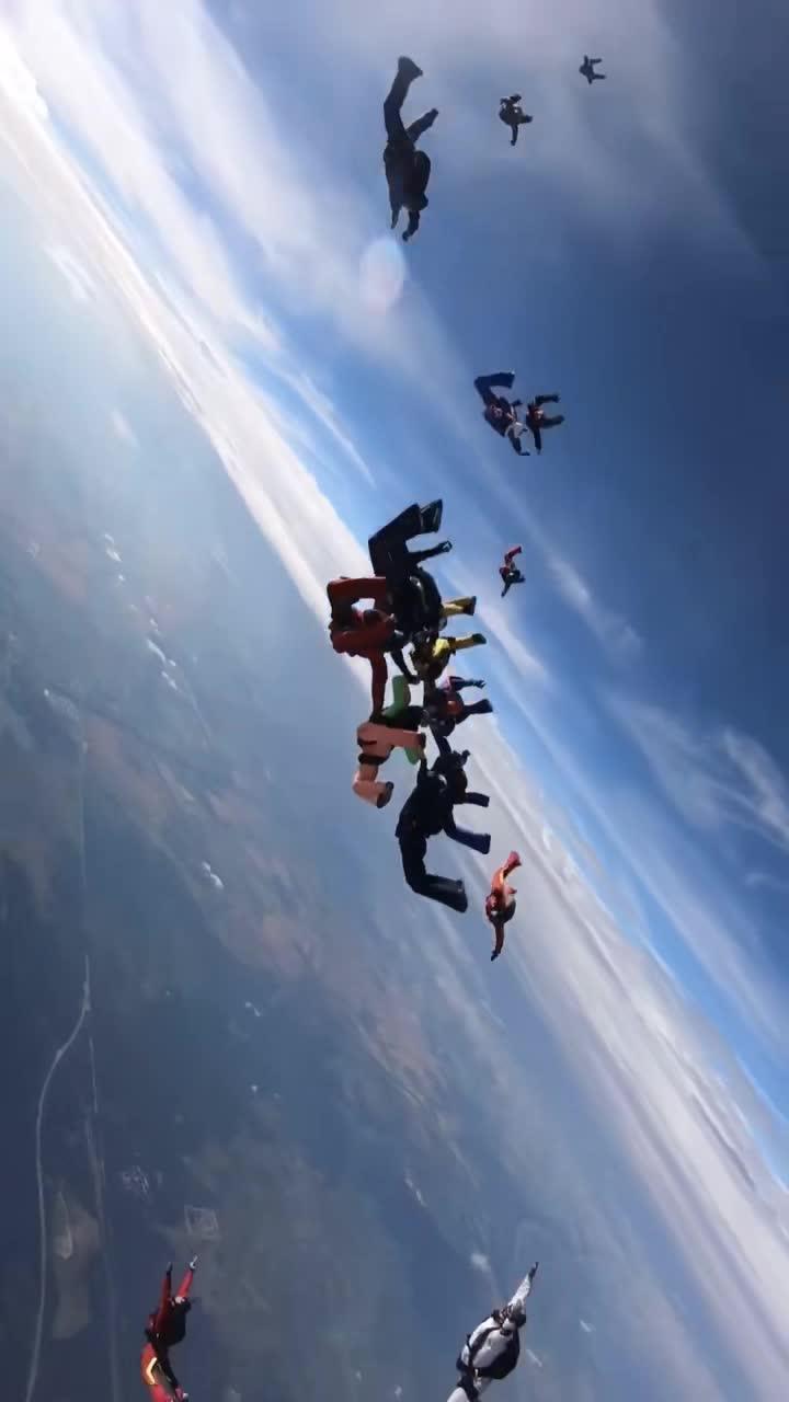 #组队成功#技术牛逼,在空中组队成功,队形太漂亮了!