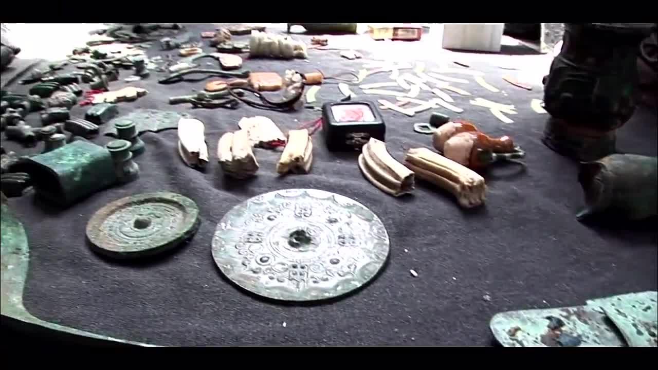 日本纪录片下,郑州琳琅满目的古玩市场