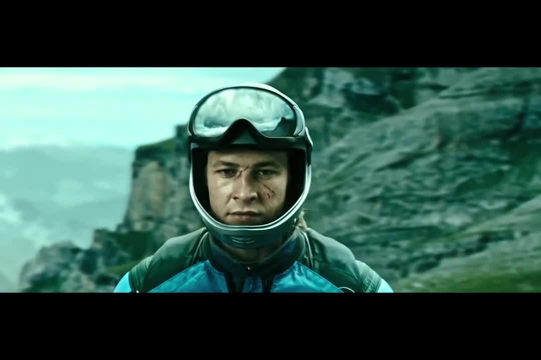 小伙四人玩极限运动,从悬崖直接跳下去,要么飞要么死
