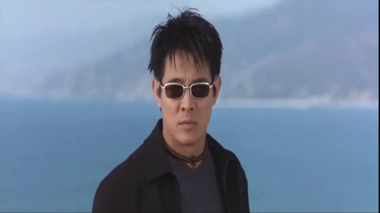 #经典看电影#李连杰这个下楼方式,至今没人敢模仿,臂力惊人!