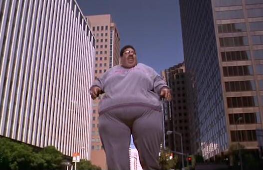 #经典看电影#小伙变成50米高胖子,放个屁就能炸掉美国一座城市