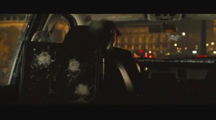 阿汤哥坐车被袭击,掉进河里还被一群人补枪