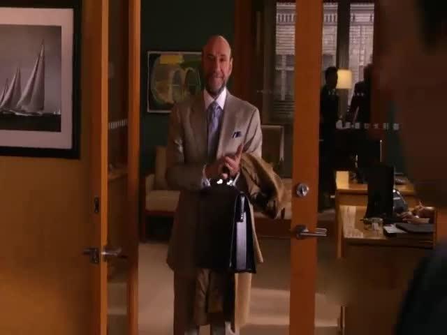 想和律师做朋友?男人姗姗来迟,有什么目的?