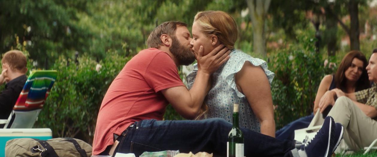 #电影最前线#胖女孩也有春天,成功和帅小伙恋爱,甜蜜感人!