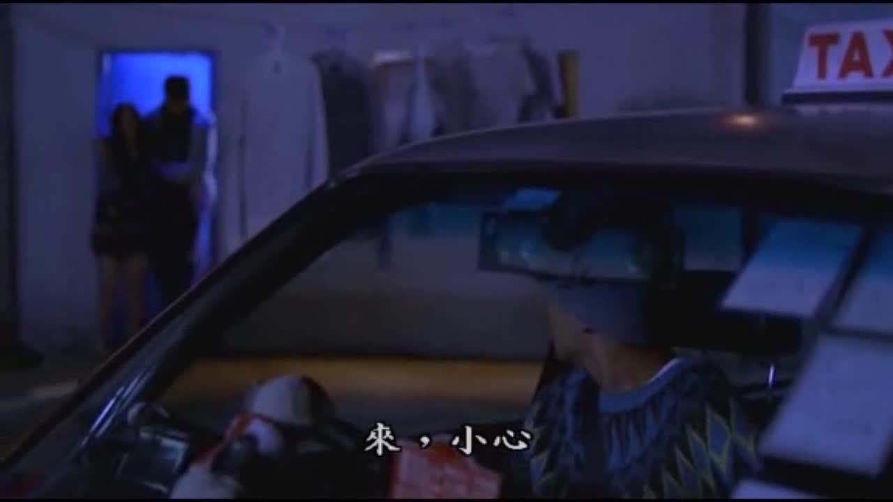 女的生病了,男的赶紧叫车送医院,另一边却不一样