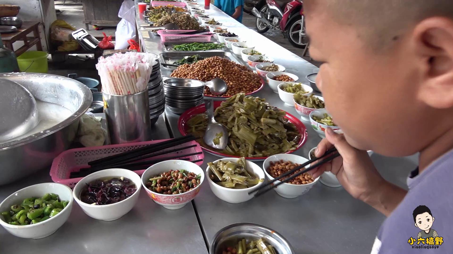经济实惠,农村集市2块钱就能让你体验自助餐,菜品多而且管饱