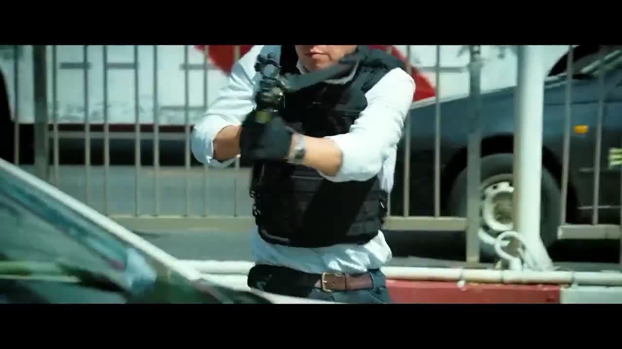 #电影片段#《使徒行者2》营救直升机受损严重,两位队友被遗弃