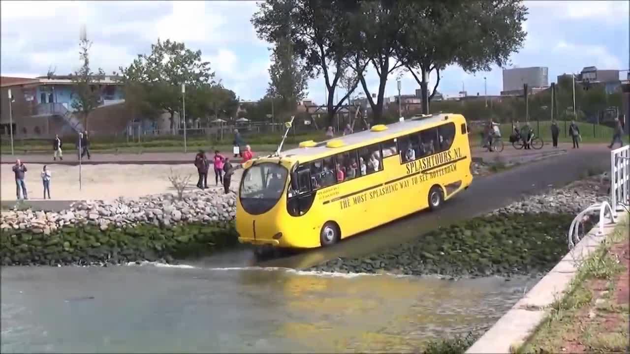 大巴车我见多了, 水陆两栖的大巴车还是头一次见, 大开眼界了