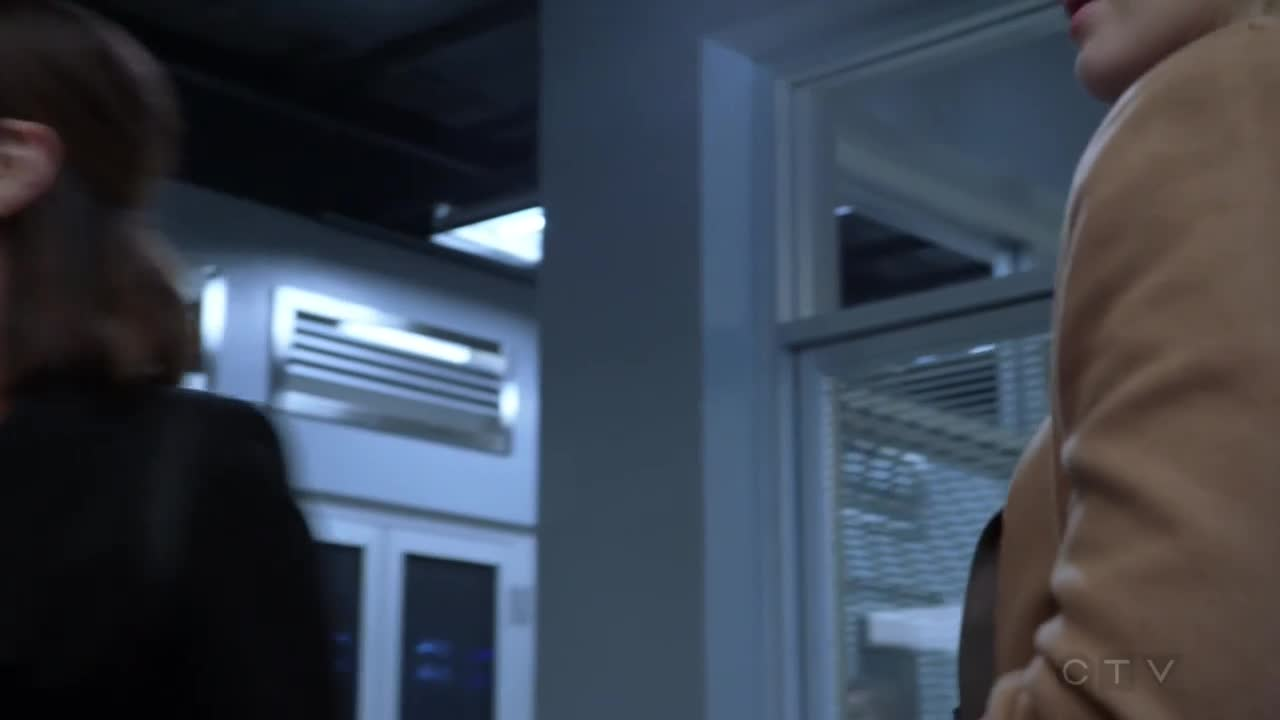 柯特无意间发现,罗曼身上的衣服,与费瑟尔有一样的标志