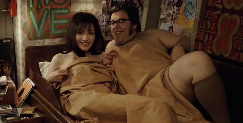 #经典看电影#借完套打算跟女友共度春宵,打开门发现女友已躺在了别人的床上