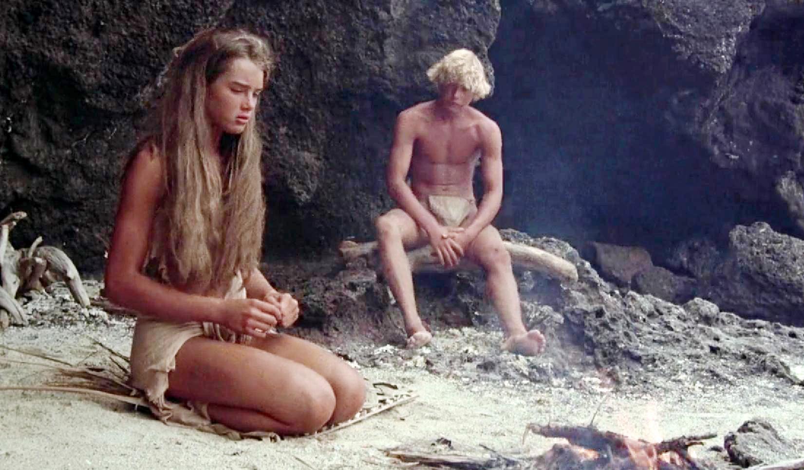 #经典看电影#少女流落荒岛上,10年后习惯了这种原始生活!