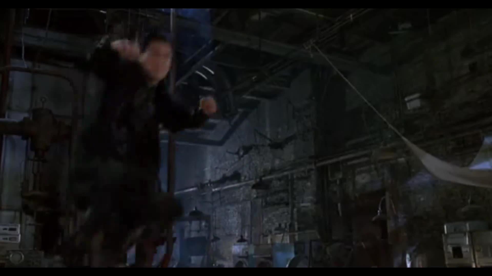 机器战士耍起武士刀花招太多,被机器警察一枪爆头
