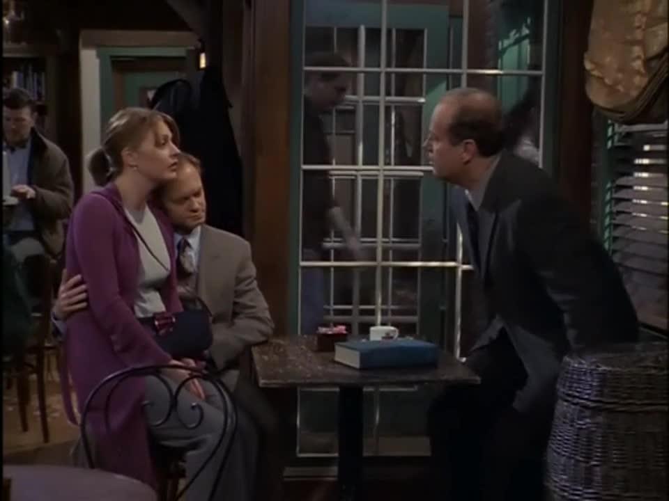 正要离开座位,不当电灯泡的男子,发现了自己心动的对象!