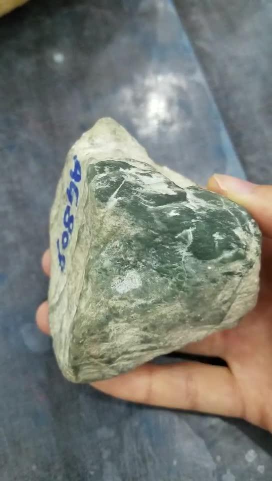 #翡翠 原石#老缅看走眼低价处理的翡翠赌石,却开出高冰飘花!