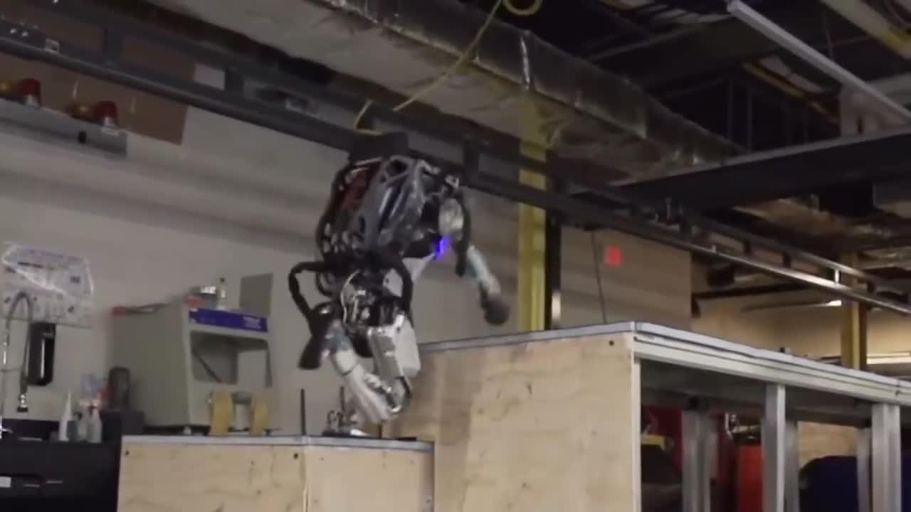 机器人已经如此高级了_ 完全模仿人类动作, 让人细思恐极