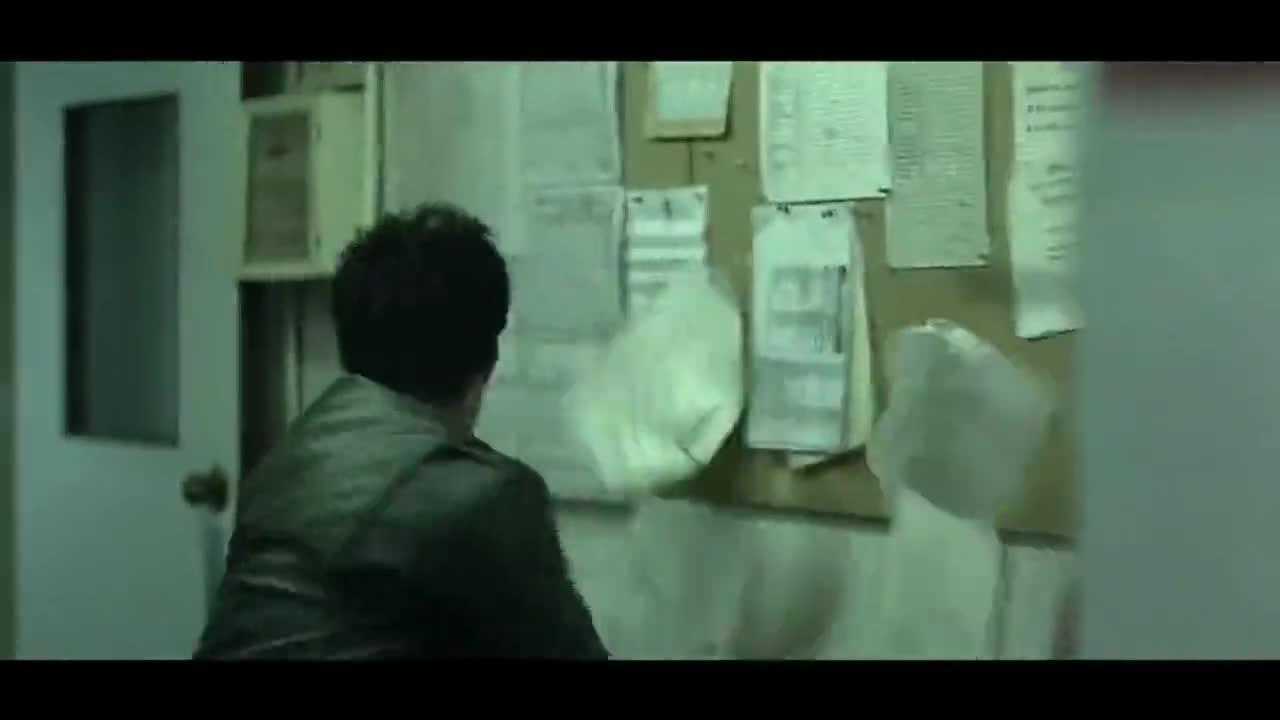 #经典看电影#无间道2:在一起四年的女友偷偷打掉孩子,男友怒摔东西撒气