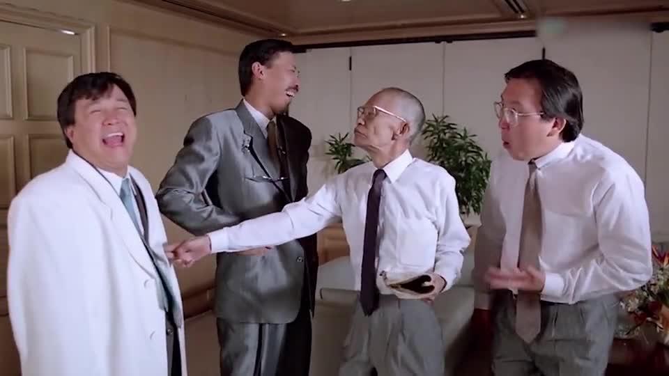 #经典看电影#老头拿着武林秘笈,直接点中男子笑学,男子笑得停不下来了
