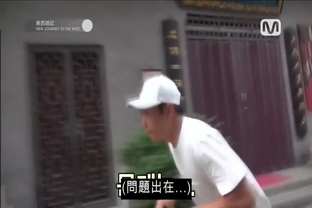 殷志源脚踏滑轮车飞奔在清早的大街上,队友们默默讨论他