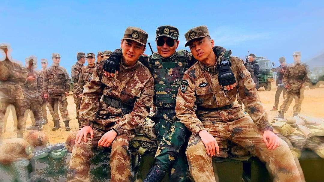 #追剧不能停#《陆战之王》穿帮镜头:陈晓替身露面,麦克风工作人员误入镜头