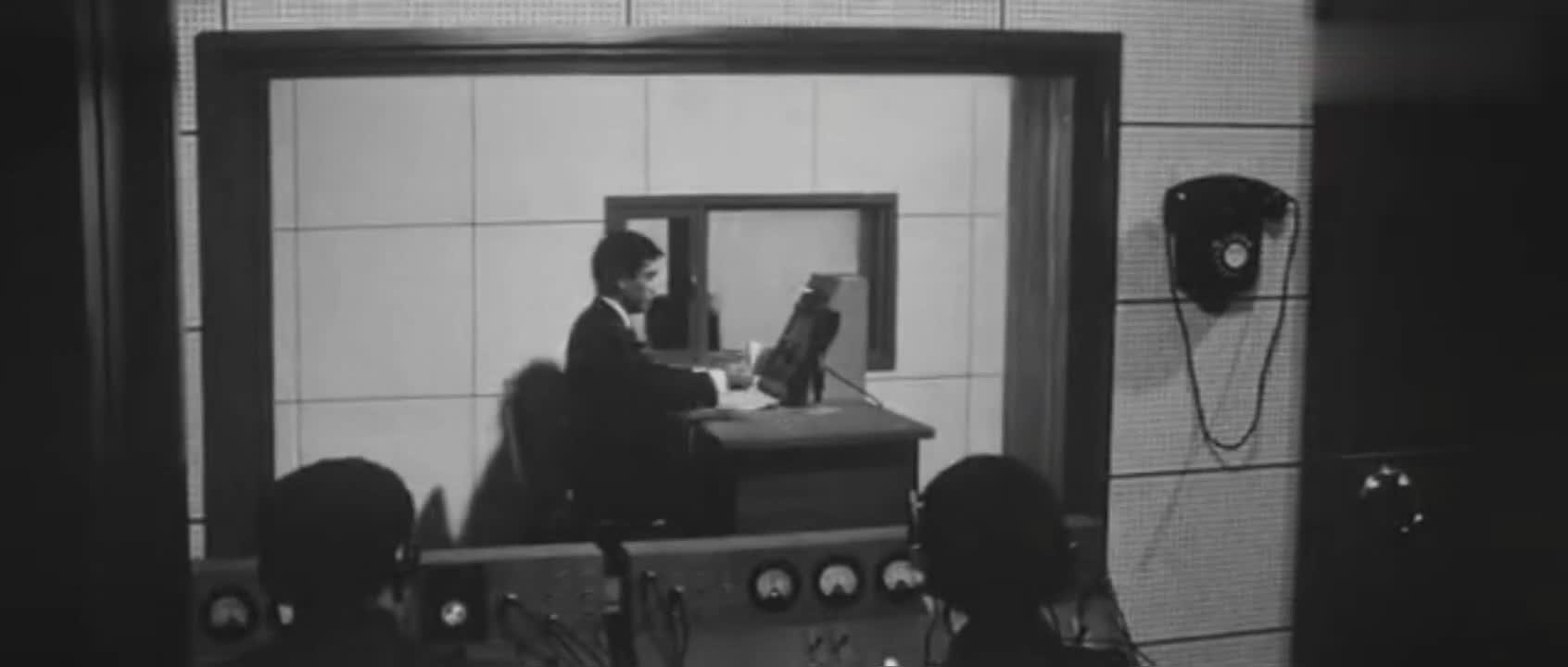 日本战败,日本天皇通过录音发表投降