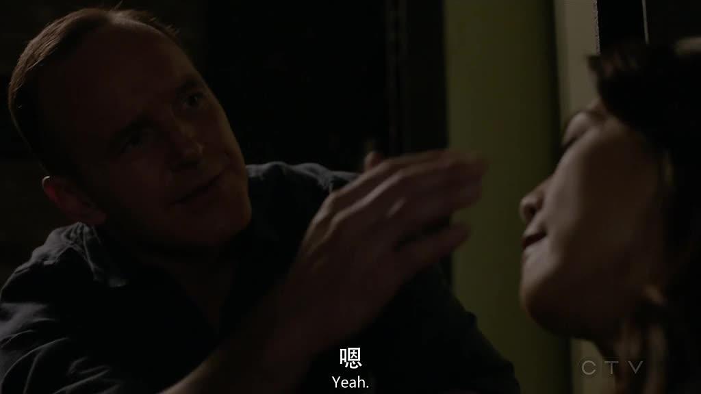 西蒙斯和纳迪尔同时走了进来,西蒙斯邀请维杰来神盾局