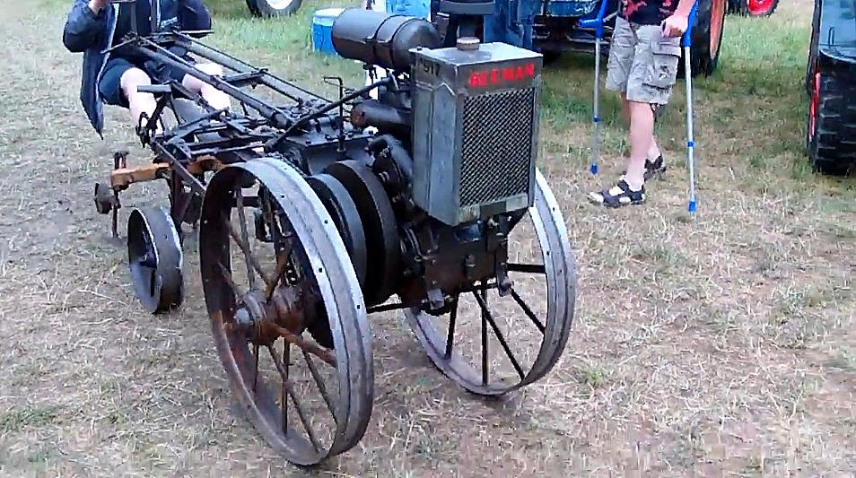 1917年生产的小拖拉机,简约不简单,百年之后还能开着跑