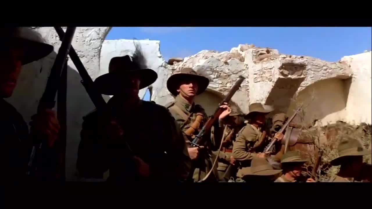 #经典看电影#这群战士被敌人围困在残垣破壁内,想要突出重围不容易啊
