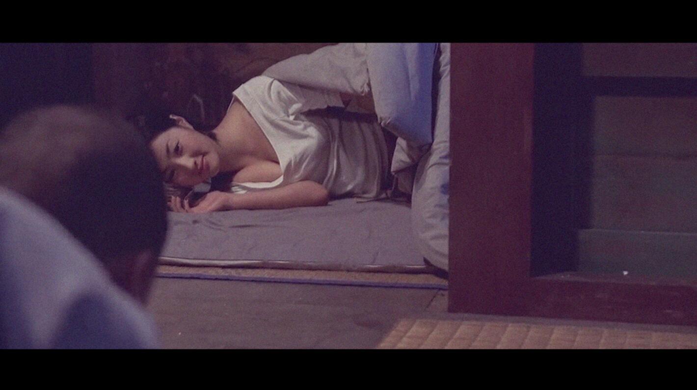 #经典看电影#寺庙来了一位女施主,小和尚半夜没忍住,偷偷起来犯了戒