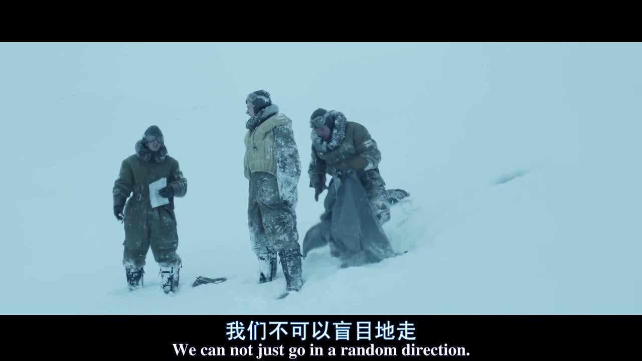 战斗名族为躲避严寒,努力找寻着出路,差点被冻死