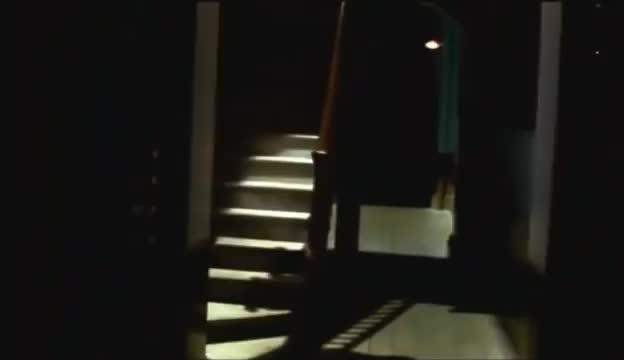 在家录到灵异又恐怖的现象,楼梯录到有鬼影慢慢走下来!