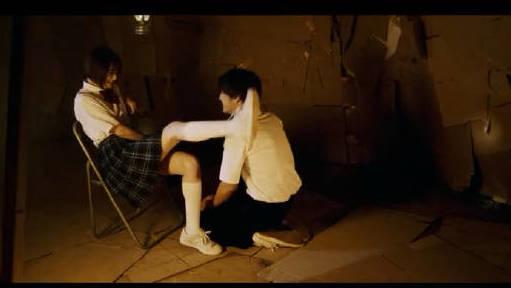 #追剧不能停#女孩抓住男同学的把柄,还逼迫他去偷女同学的内衣!
