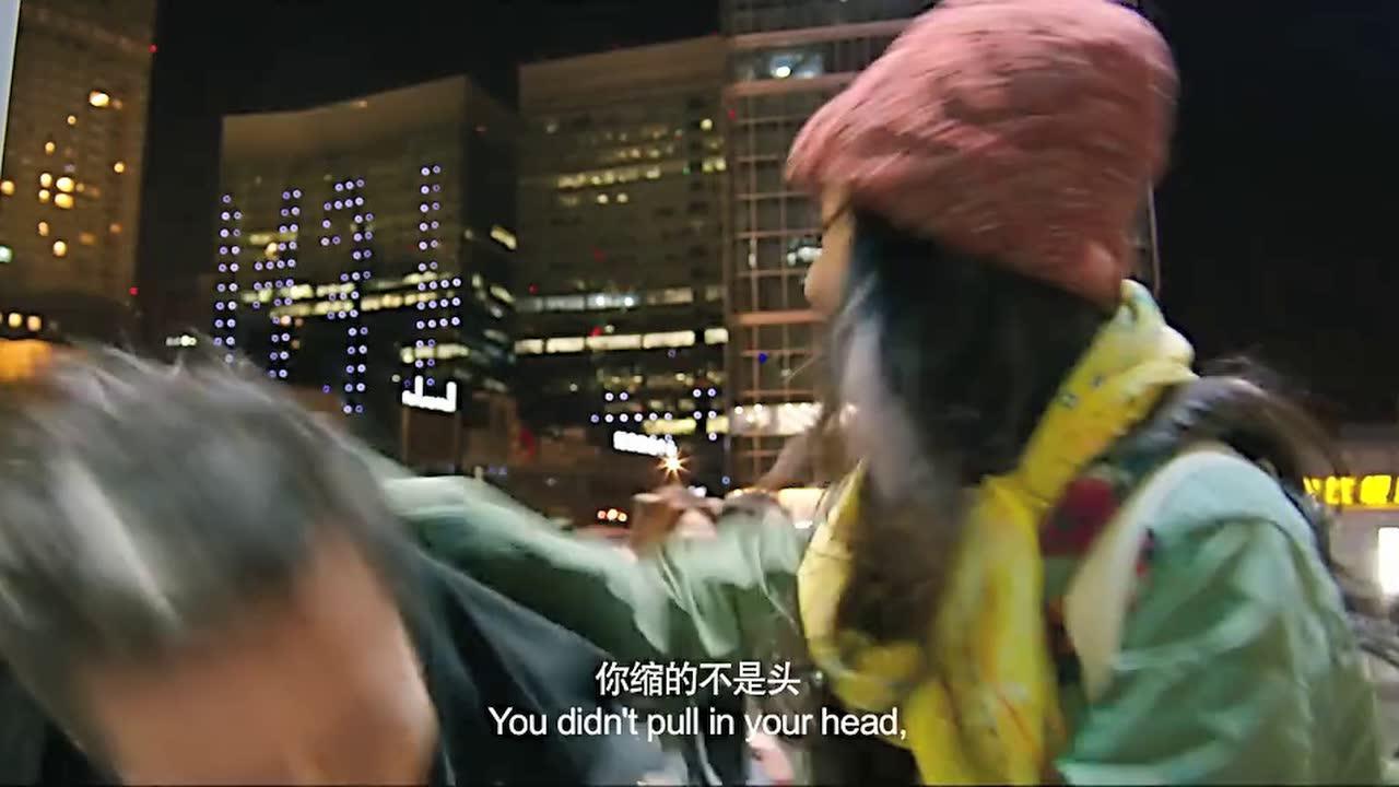 杨幂在大街上打邓超屁股,看的路人捧腹大笑