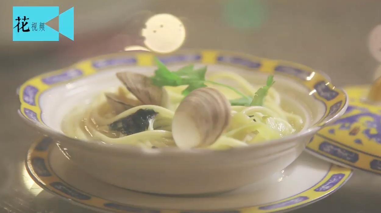 这碗鱼汤面最适合冬天吃,加入它汤汁浓稠鲜美,好吃到一根不剩!