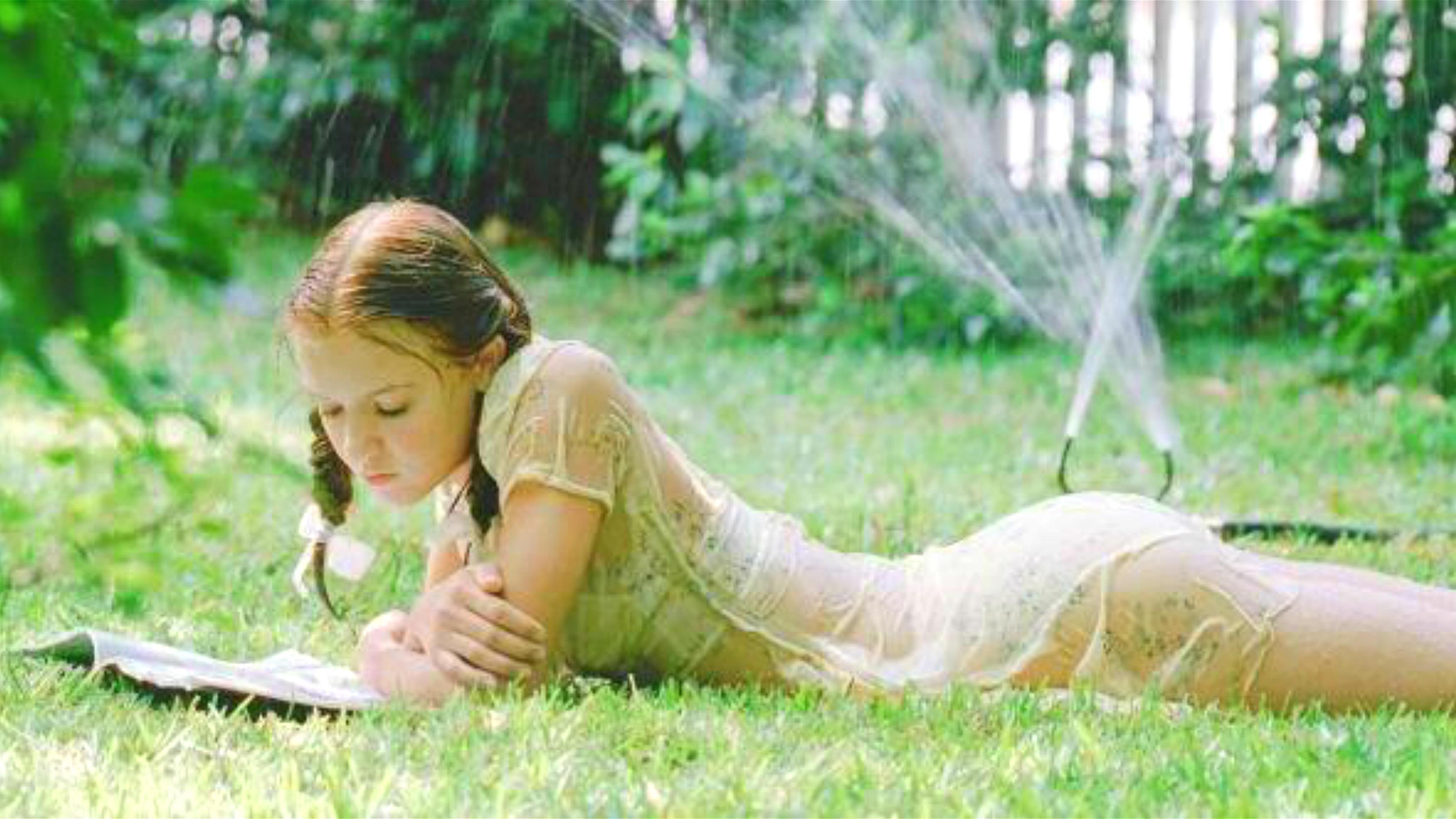 #经典看电影#难以置信,10岁的女孩竟然可以如此绝美艳丽!