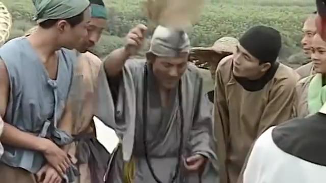 #电影迷的修养#《活佛济公》捐款千两,众人纷纷不信,济公弄块石头说是银子