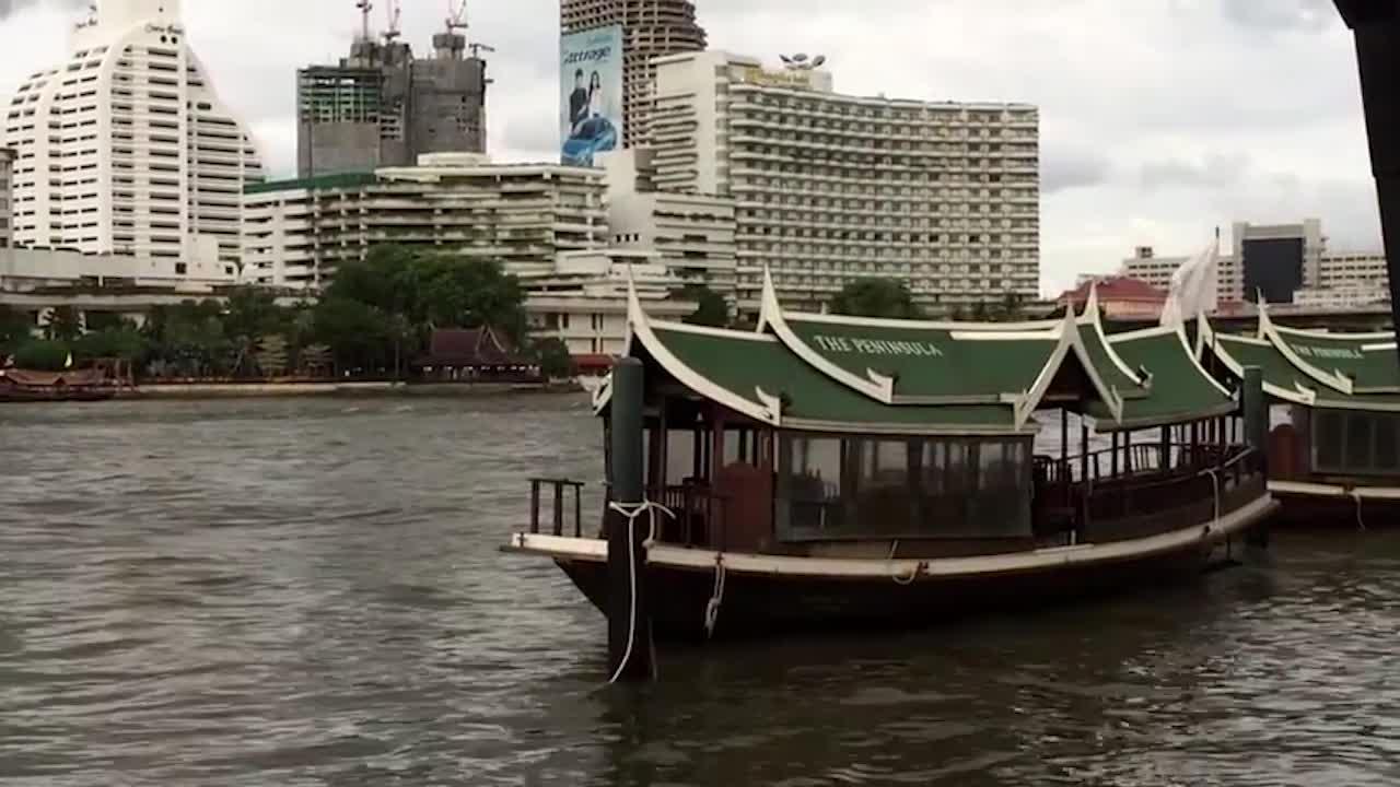 金发外国美女带你游泰国,赏小花园风光