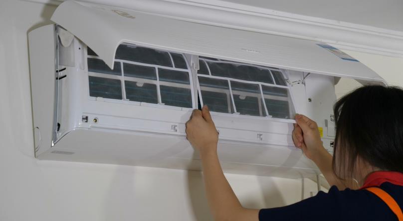 #清洗空调小窍门#用了10多年空调才知道,这里一定要经常擦一擦,不然越用越耗电