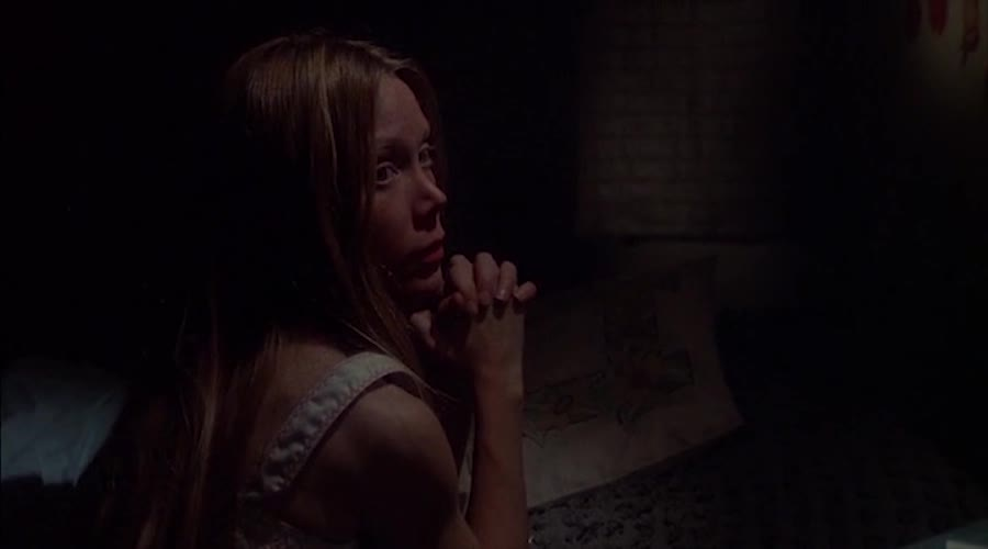 自己在家里做祈祷,妈妈发现镜子打碎,究竟发生了什么